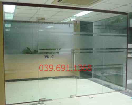 Mẫu cửa kính cường lực văn phòng