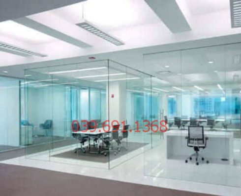 thi công vách ngăn văn phòng bằng kính cường lực