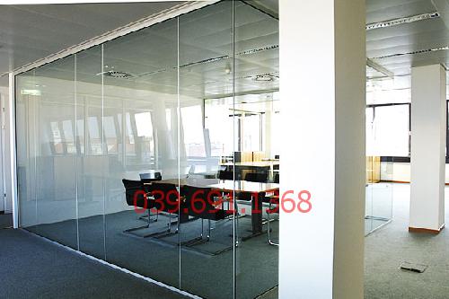 Thi công vách kính cường lực văn phòng tại Thành Công Building