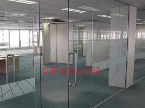 Địa chỉ thi công vách kính cường lực văn phòng tại tòa nhà Technosoft khu Duy Tân đẹp